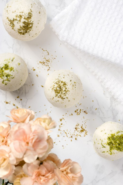 DIY cola bath bombs with lime peel